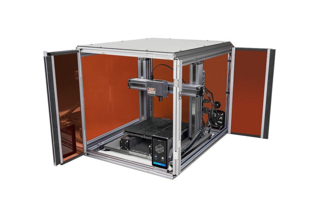 Obudowa wyposażona została w czujnik otwarcia drzwi. Jego zadaniem jest przerwanie pracy urządzenia w momencie otwarcia drzwiczek komory.
